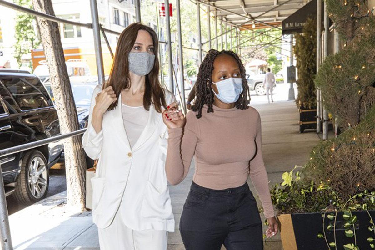 Foto de Angelina Jolie e Zahara em Nova York