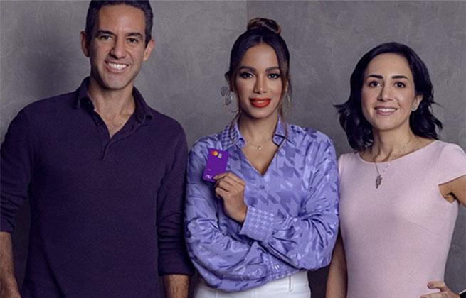 Anitta no conselho do Nubank com os cofundadores Cristina Junqueira e David Vélez