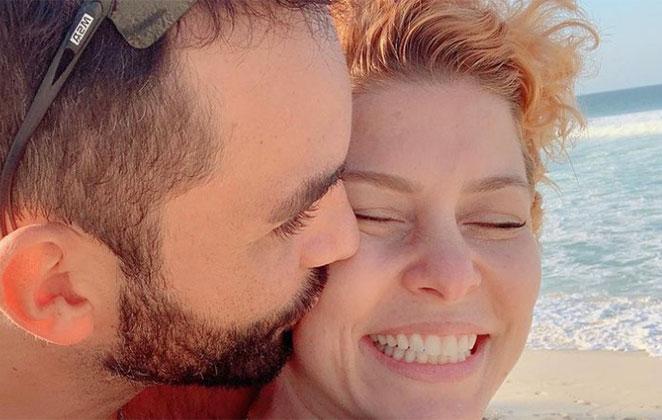 Bárbara Borges ganha beijo no rosto, do novo namorado