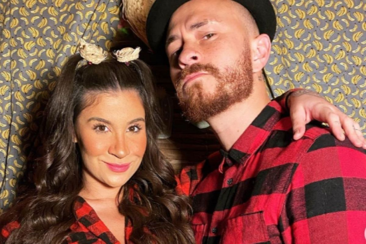 Foto de Bianca Andrade e Fred caracterizados como capirinhas