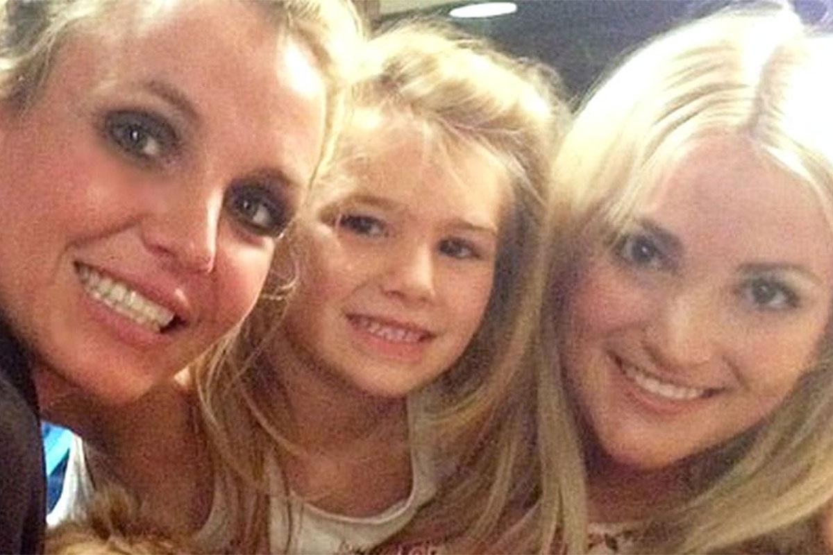 Britney Spears, Maddie Briann e Jamie Lynn Spears abraçadas