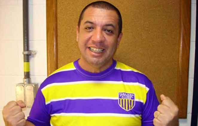 Bussunda sorridente com camiseta do Tabajara Futebol Clube