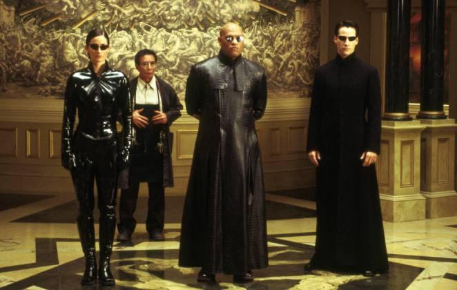 Clássica cena de Matrix com os personagens principais em pose de batalha