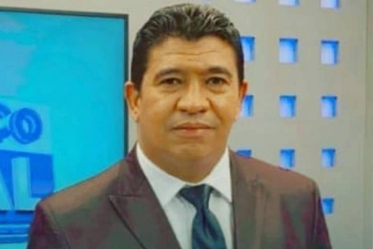o jornalista claudiomiro henrique vieira, conhecido como chico tello, no balanço geral da tv cidade