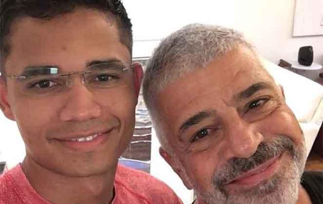 Clebson Teixeira e Lulu Santos abraçadinhos
