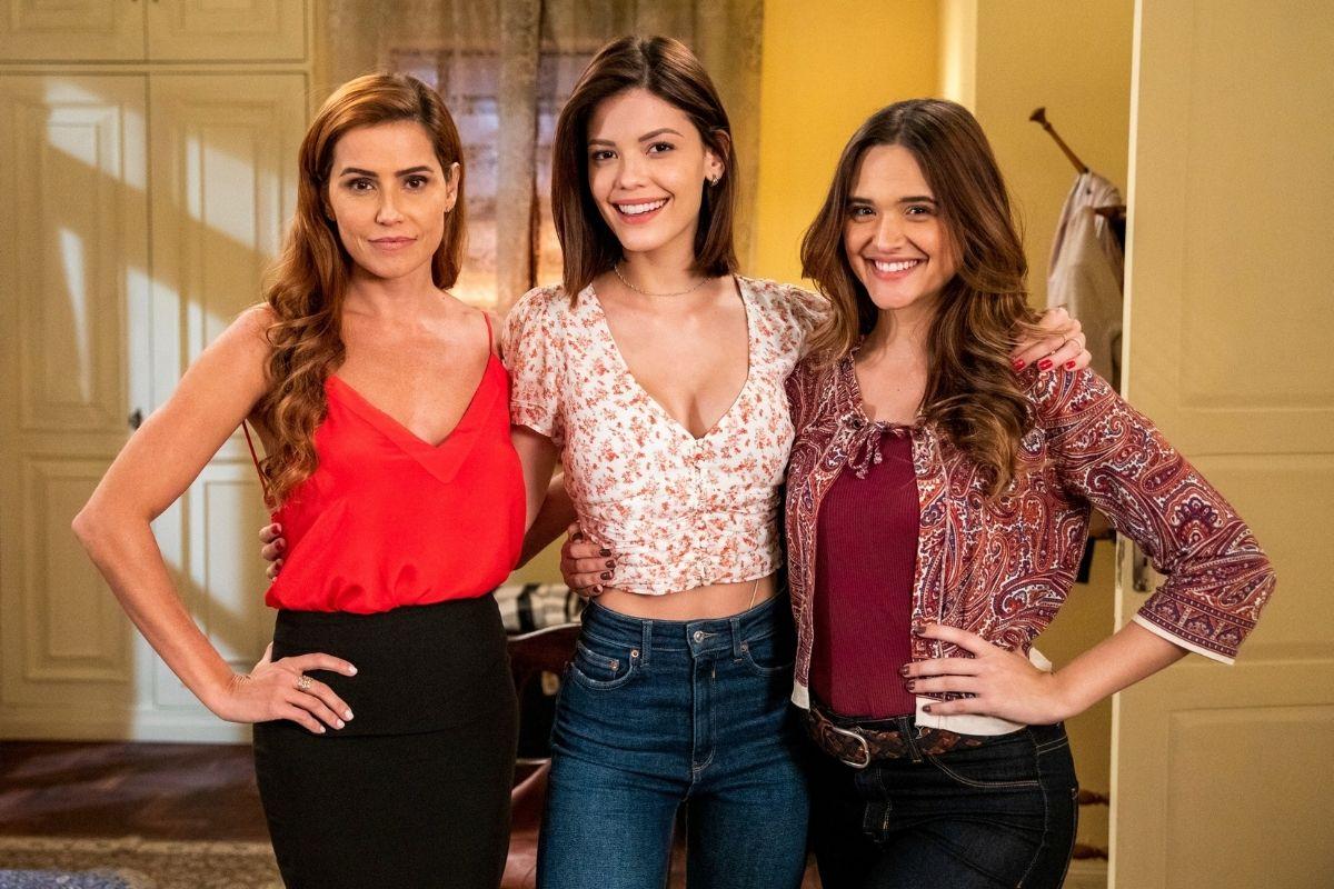 Deborah Secco, Victoria Strada e Juliana Paiva em Salve-se Quem Puder