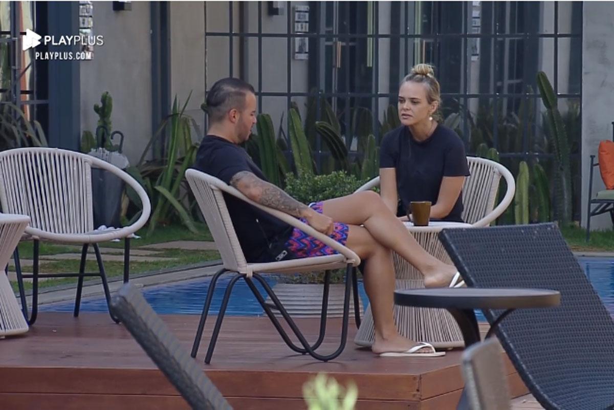 Print da cena em que Nina Cachoeira conversa com Filipe Duarte