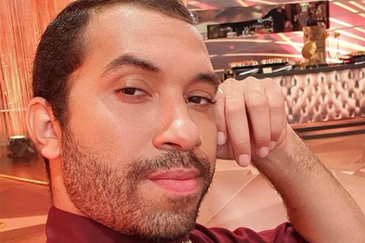 Gilberto Nogueira faz pose para selfie estilosaGilberto Nogueira faz pose para selfie estilosa