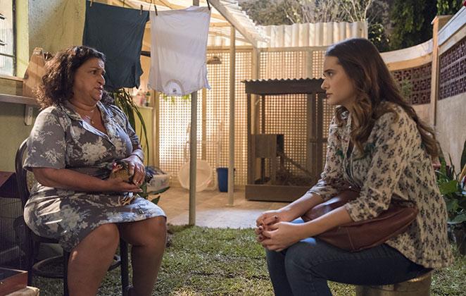 Grace Gianoukas e Juliana Paiva em cena de Salve-se Quem Puder, novela da TV Globo