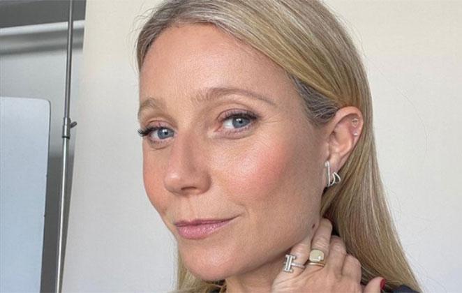 Gwyneth Paltrow com make leve, em selfie