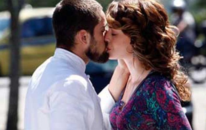 Vicente beija Cristina na boca