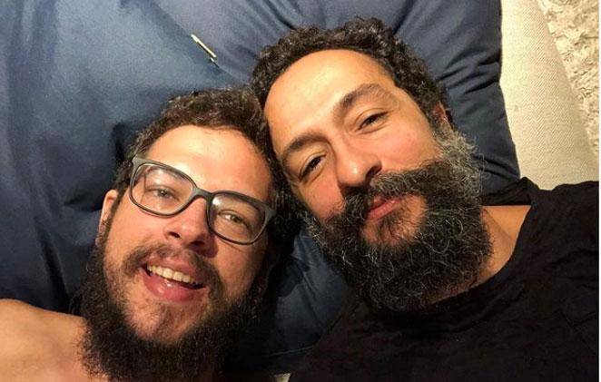 irandhir santos em selfie com o marido, roberto efrem filho
