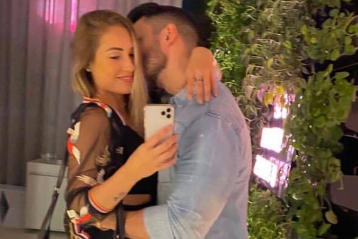 jéssica mueller em foto abraçada com o namorado matheus guedes
