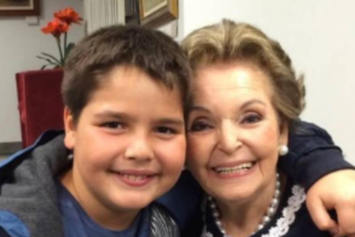 joão guilherme silva, filho de faustão, abraçado com a avó