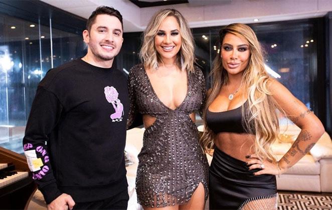 Rafaella Santos, Michele Andrade e Jonas Esticado posando para foto