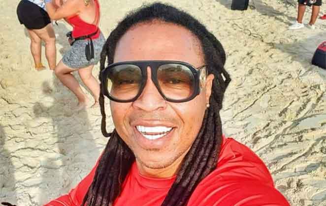 Júnior Jein em selfie na praia
