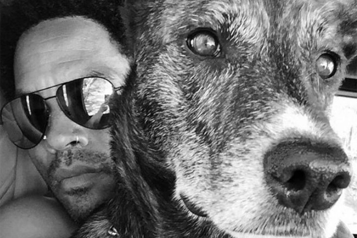 Lenny Kravitz abraçado ao seu cão, Leroy Brown