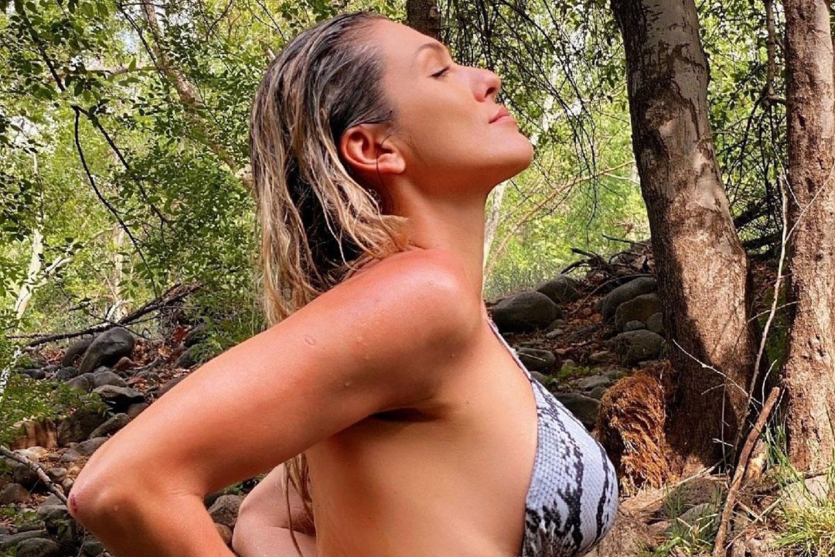 Lívia Andrade toma banho de rio