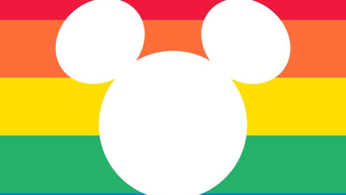 logo da disney na cor branca em meio às cores vermelho, laranja, amarelo e verde da bandeira lgbtqia+