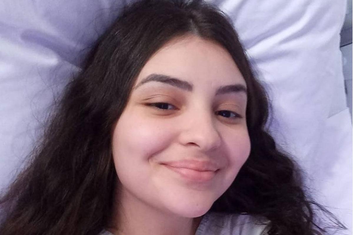 Foto de Mabel Calzolari sorrindo enquanto internada em hospital