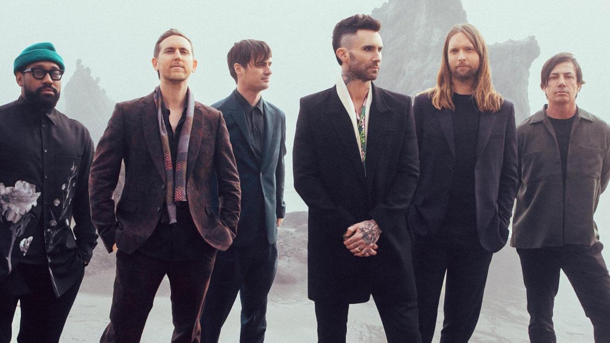 Foto da banda Maroon 5 no clipe da música Lost