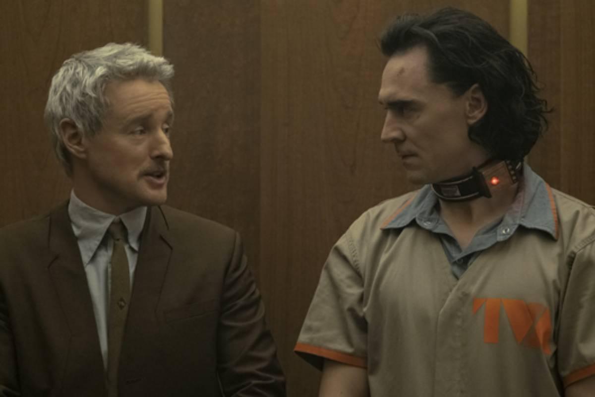 Loki e Mobius se encarando no elevador da AVT