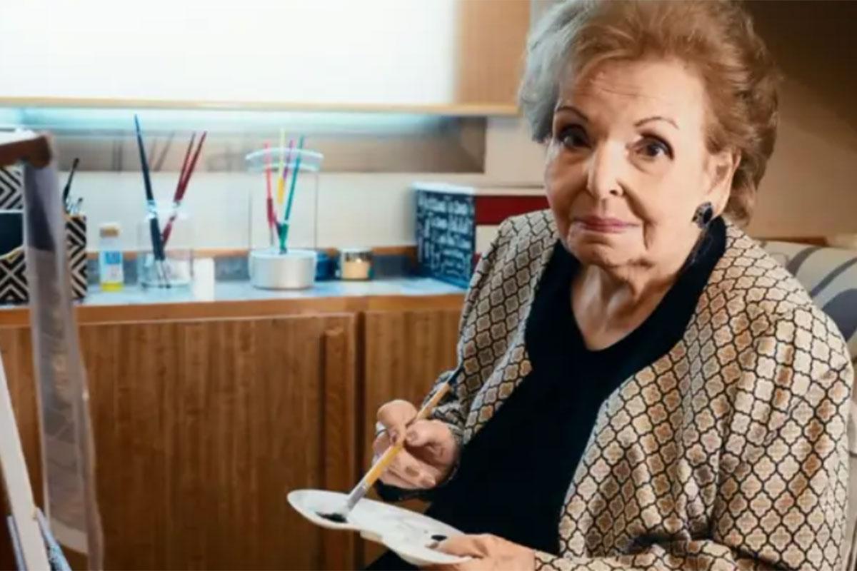 Dona Cordélia pintando quadros