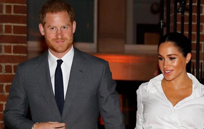 Príncipe Harry e Meghan de mãos dadasMarkle de mãos dadas