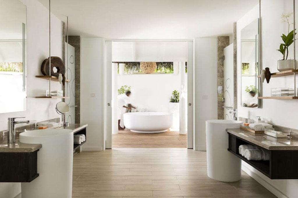 Imagem de um dos quartos do resort Lux South Ari Atoll