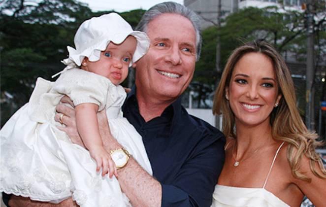 Roberto Justus e Ticiane Pinheiro com a filha Rafaella quando ela era pequena