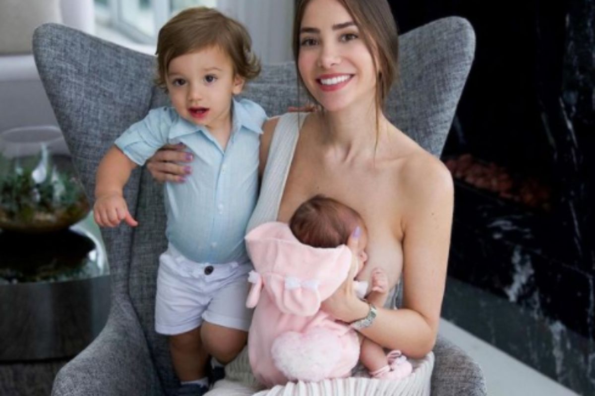 Romana Novais posa com os filhos