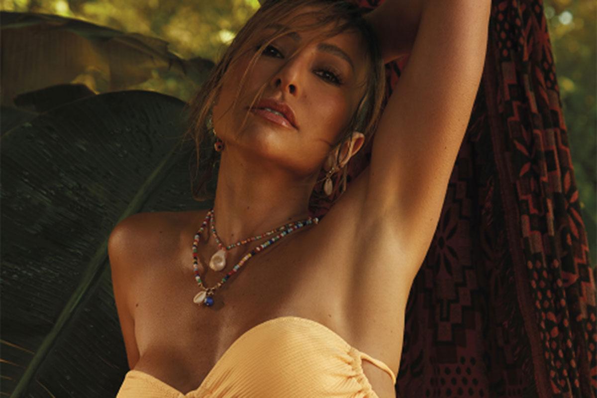 Sabrina Sato surge sexy de biquíni marrom