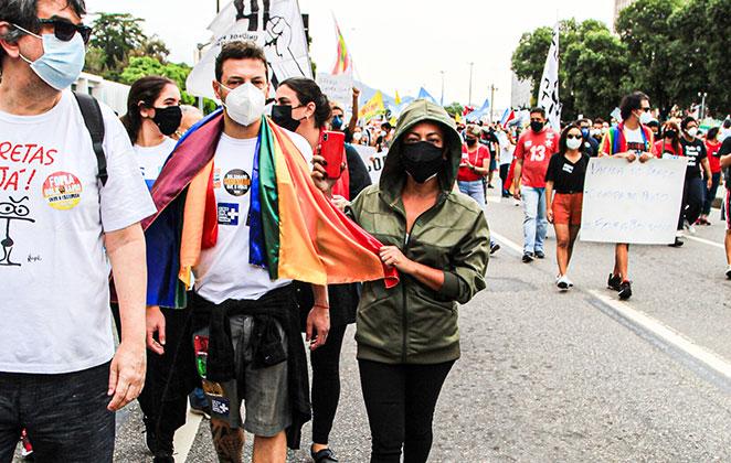 Samantha Schmütz participou de ato anti Bolsonaro no Rio de Janeiro
