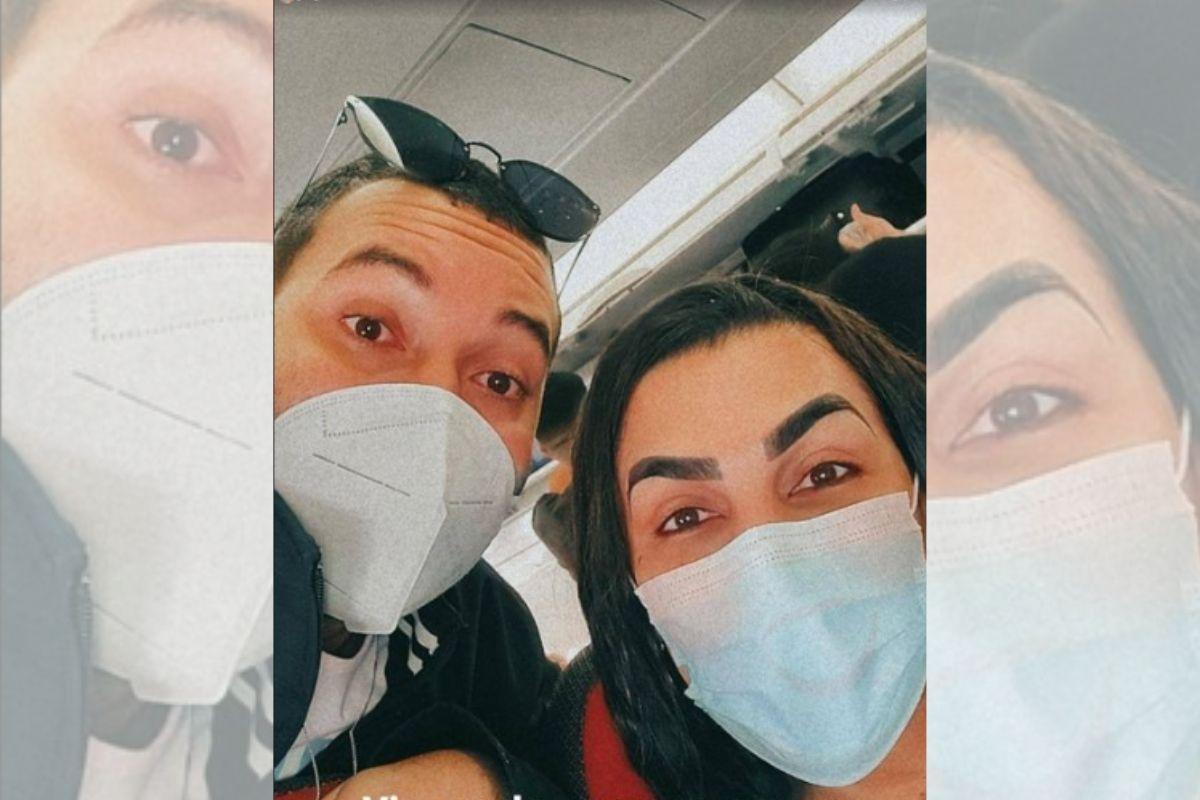 Selfie de Gil do Vigor e Pepita em avião