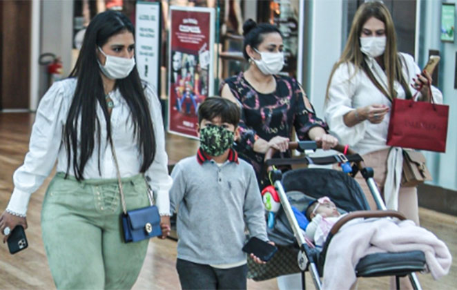 Simone Mendes passeia com família em shopping do Rio