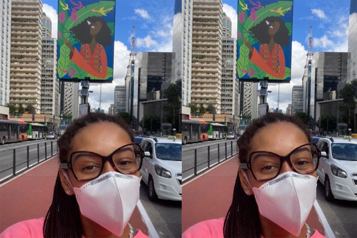 Taís Araujo em exposição na Avenida Paulista