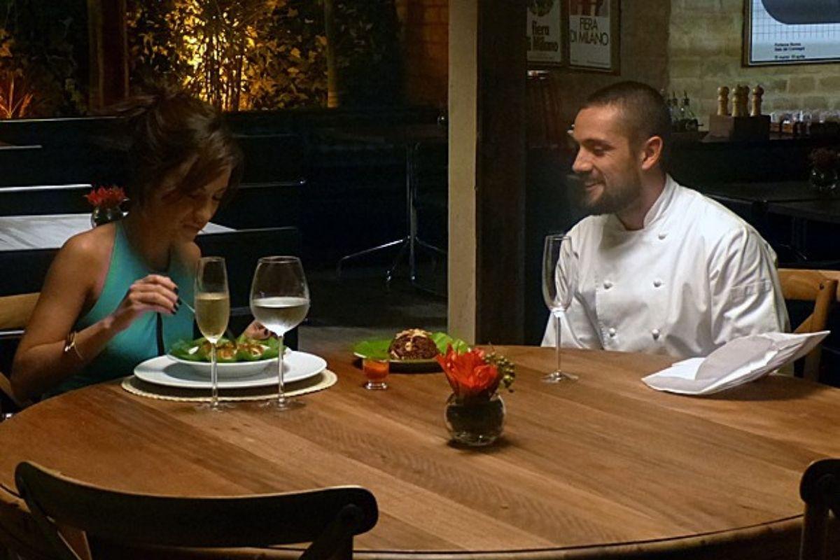 Cena de Maria Clara e Vicente em jantar