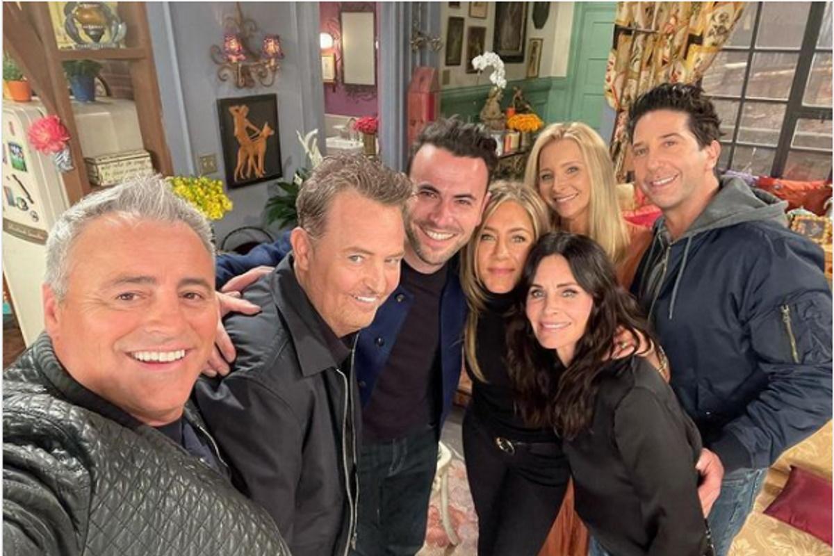 Courtney Cox ao lado do elenco de Friends