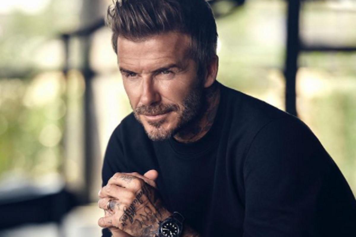 David Beckham de blusa preta