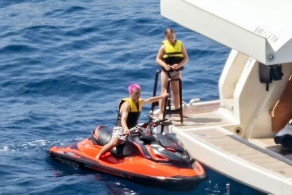 David Beckhan almoça na Costa Amalfitana com filhos e sogros