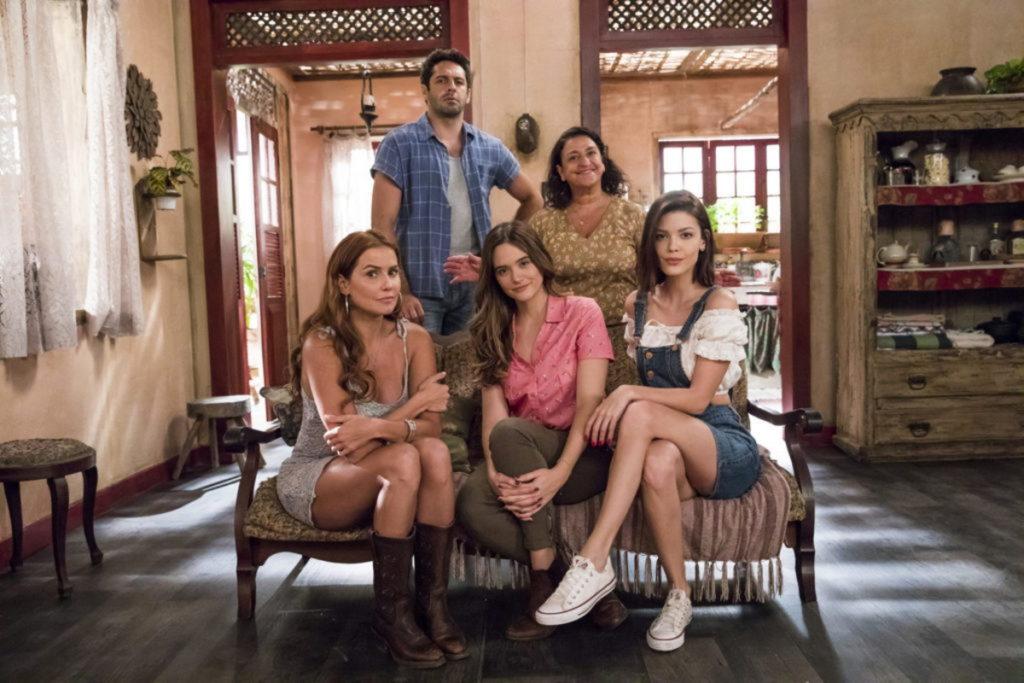 Zezinho (João Baldasserini), Ermelinda (Grace Gianoukas), Alexia/Josimara (Deborah Secco), Luna/Fiona (Juliana Paiva) e Kyra/Cleyde (Vitória Strada)