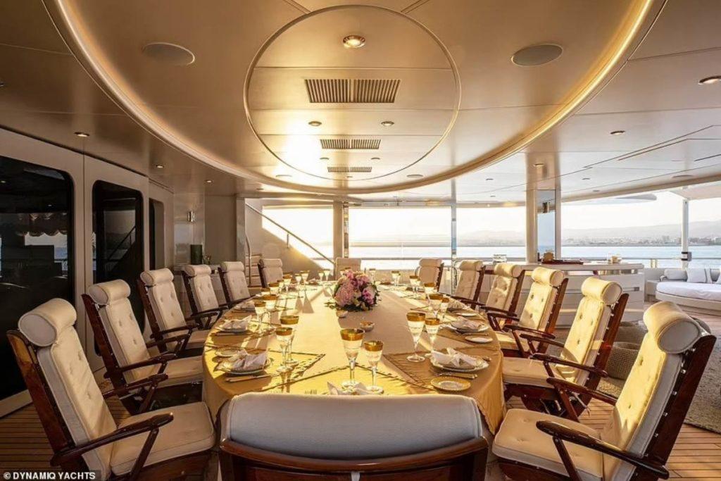 O mega iate de luxo Valerie usado por Jennifer Lopez e Ben Affleck em Saint-Tropez.