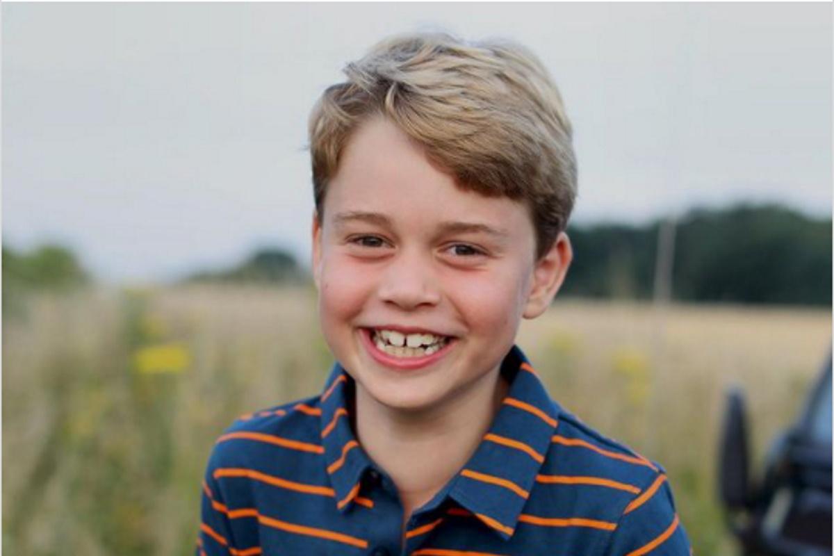 Principe George sorrindo