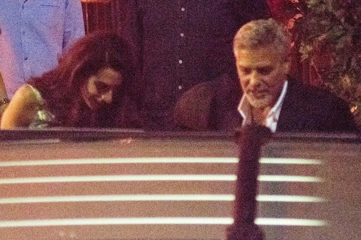 George e Amal Clooney jantam juntos durante férias de verão
