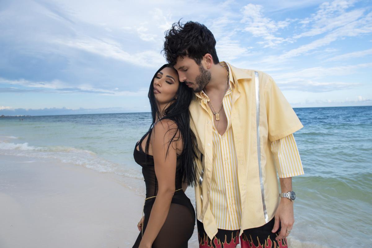 Simaria e Yatra na praia