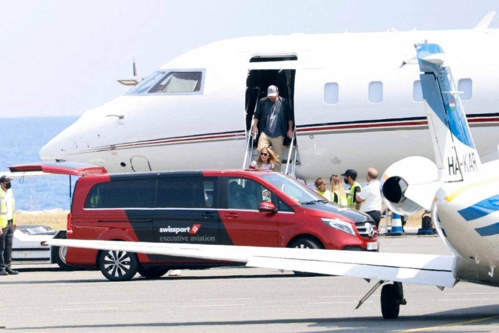 Bem Affleck e J.Lo viajaram para a Riviera no sábado, em um jato particular