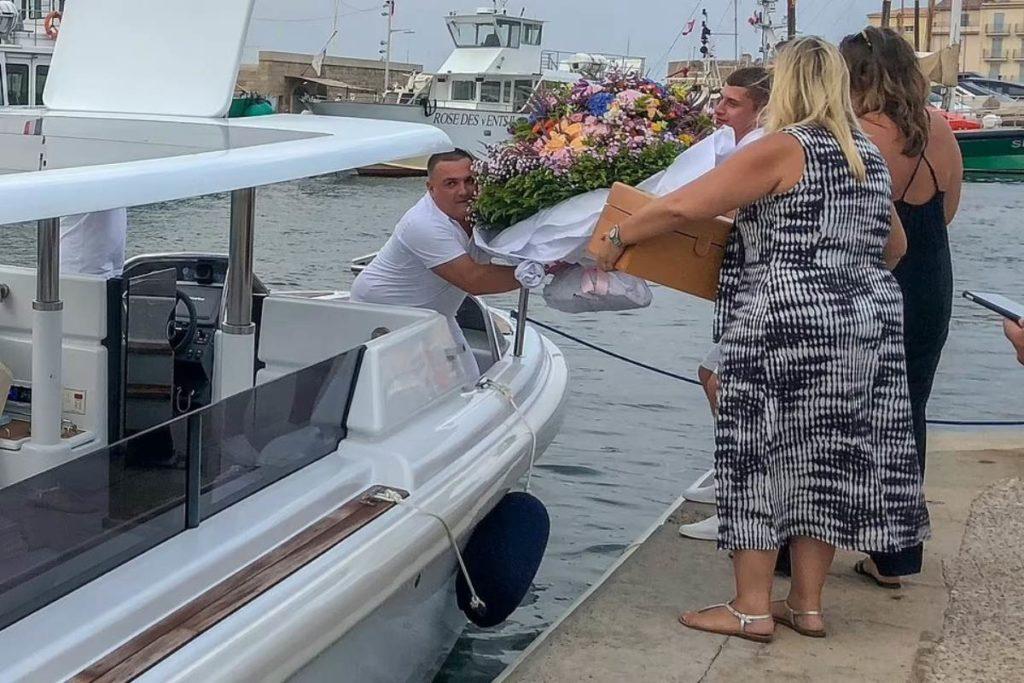 Tripulação cuidando dos preparativos para receber Jennifer Lopez e Ben Affleck no iate