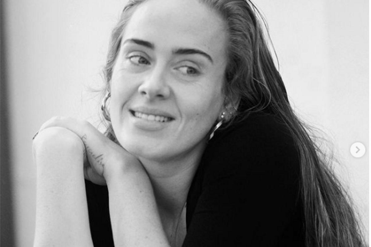 Adele sorrindo