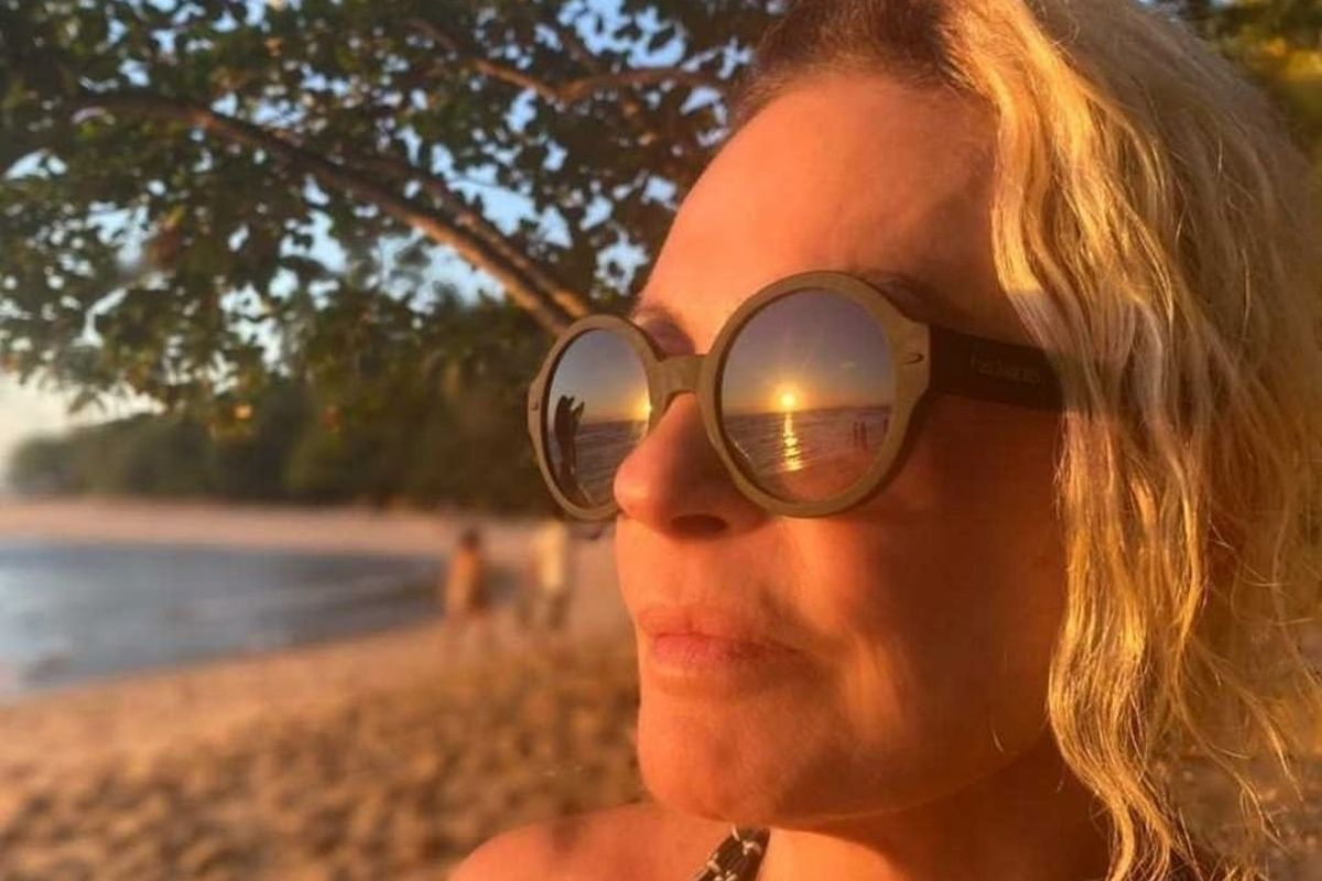 Ana Maria Braga curtindo o pôr-do-sol na Bahia