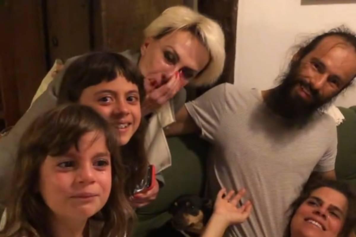 ana maria braga ao lado da filha genro e netos